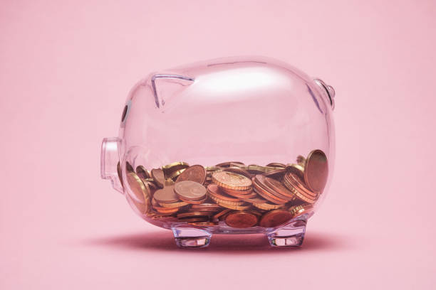 Tirelire cochon en verre avec pièces de monnaie
