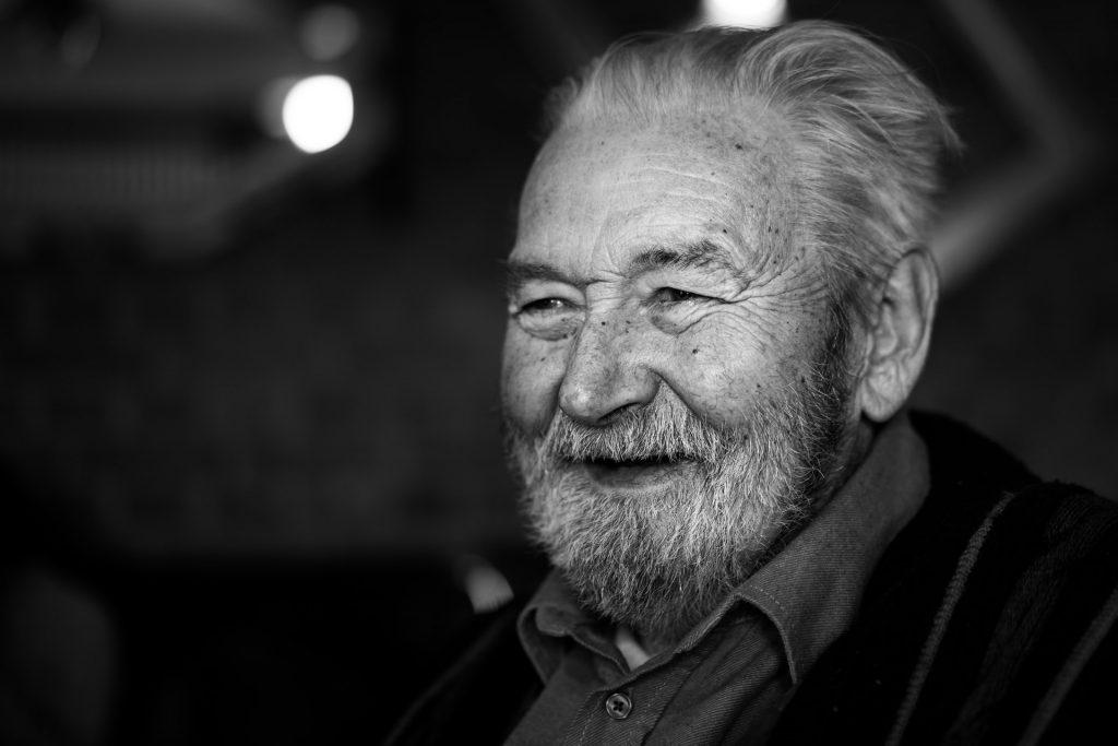 homme âgé dans une résidence senior nantes